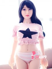 140cm (4ft7″) D-cup SWEET & GENTLE Tokyo Narsha with CURVY tiny body